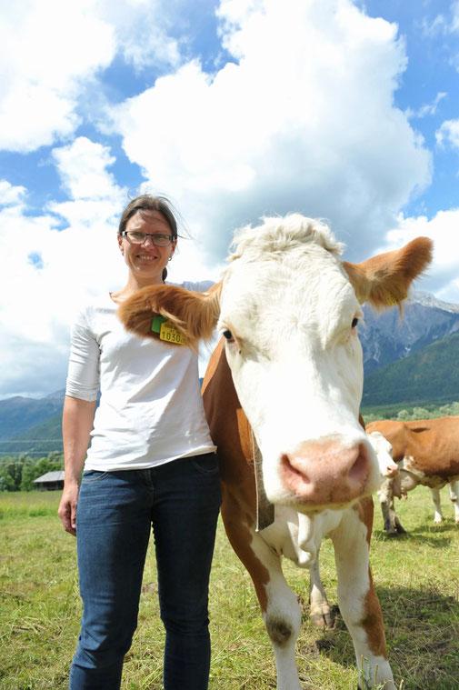 Lissi Neuwirth  mit Kuh