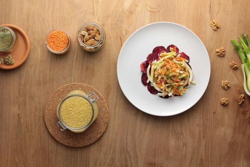 Pflanzliche Lebensmittel und veganes Gericht