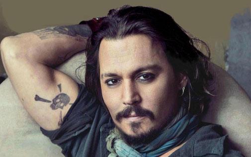 Johnny Depp, Mars conjoint Uranus (en asepct de carré à Mercure et Venus), entre  physiquement dans le rôle de ses personnages à travers des tenues  ubuesques, poétiques et excentriques qui le transforment.