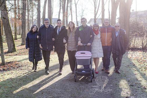 Familienfotos, Babyfotos, Familienshooting, 3 Generationen, natürlich, lustig, Gerzen