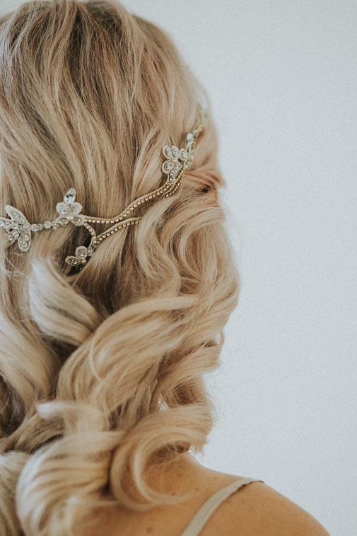 elegante Brautfrisur mit Jannie Baltzer Headpiece