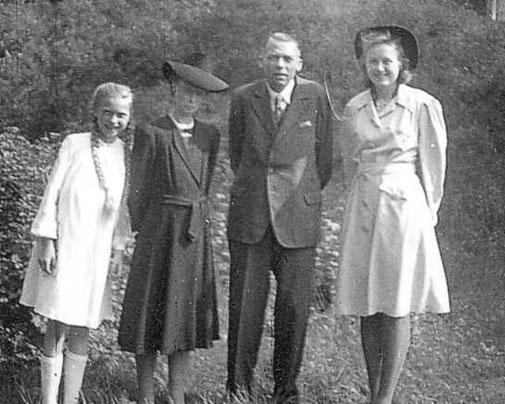Familie Deichmann beim Sonntagsspaziergang