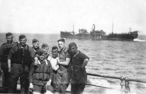 Mein Vater Otto (zweiter v.r.) auf der Überfahrt nach Norwegen