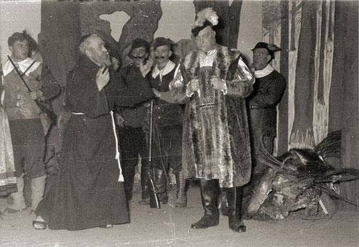 """""""Der Freischütz"""" Theateraufführung 1955, vorne links: Heinr. Weber als Eremit, Jos. Weber i.d. Rolle d. Kurfürsten"""