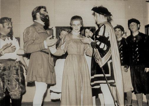 """""""Der Waffenschmied"""" Theateraufführung 1967, links: Jos. Weber, Heinr. Horstemke, Helga Bender, Kaspar Winkelmeyer"""