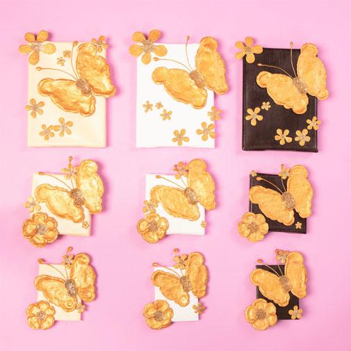 Dein Schmetterling. In den Größen:  little small big. In den Farben Elfenbein, Weiß, Dunkelbraun, fliegt nach links