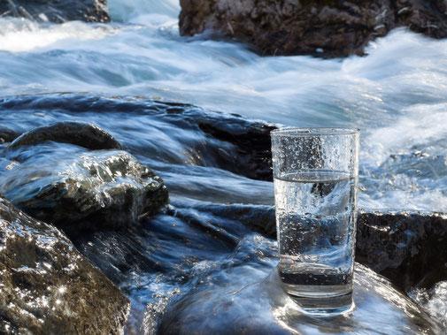 Hydrogeologie, Grundwasser, Versickerungsversuch, Beweissicherung, Probenahme, Trinkwasseruntersuchungen, Schutzgebietsfestlegungen, Parameter, Leitfähigkeit, Messsysteme, Pegelmessung, Pegelbeprobung, Schüttungsmessung, Wasserspiegelmessung, Sonde