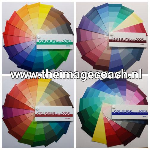 Kleurenwaaiers van Colours for You voor de vier seizoenstypes.