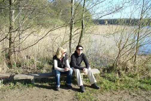 beim wandern im Frühling eine Pause am Lübbesee