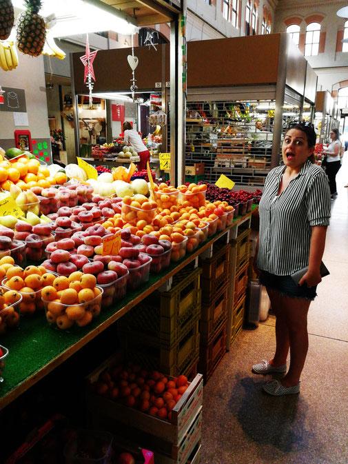 Obststand in der Markthalle von Bologna