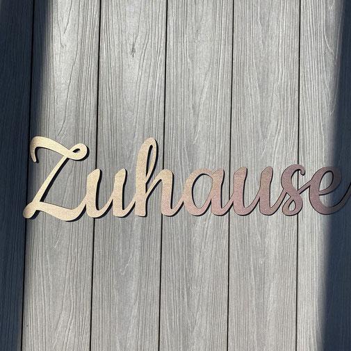 Zweischnitt - personalisierter Schriftzug aus Holz