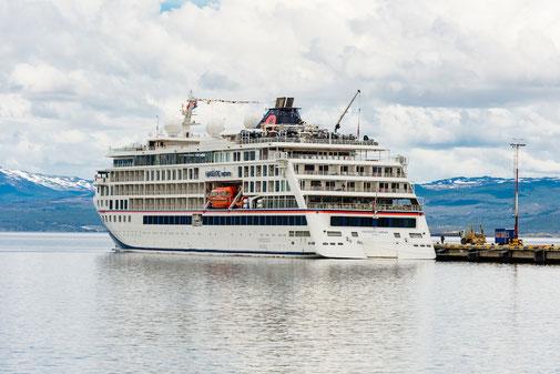 HANSEATIC nature im Hafen von Ushuaia