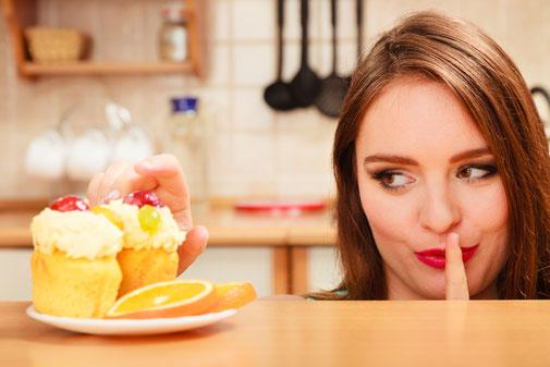 Tentation devant un gâteau