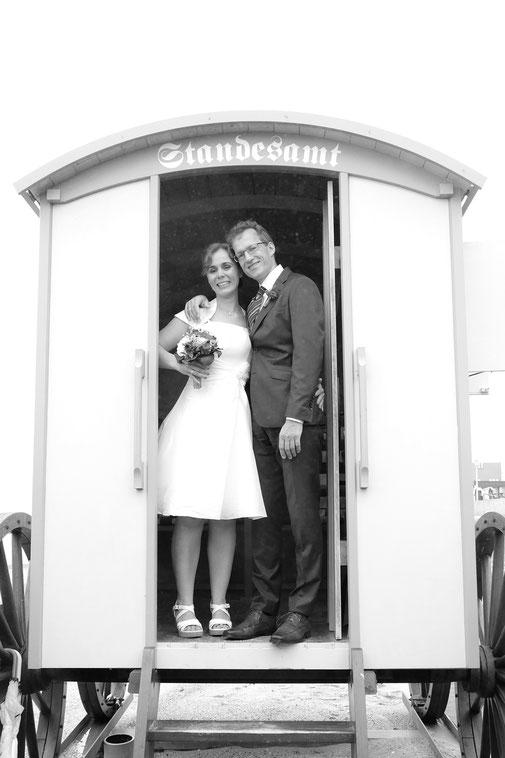 Fotograf Norderney,  Hochzeitsfotograf Norderney, Hochzeit Badekarren Norderney, Heiraten am Strand Norderney, Hochzeitsfotos Norderney, Inselfotograf Norderney, Nordseefotograf,  Hochzeitsfotografie Norderney, Fotograf Ostfriesland, 2016, 2017, 2018