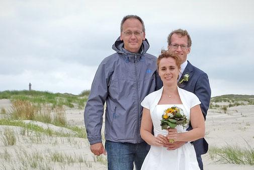 Fotograf Markus Bock ( links ) mit Brautpaar