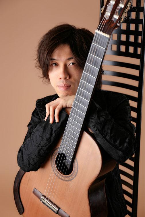 札幌のクラシックギター教室・マンドリン音楽教室 ギタースクール講師 吉住和倫