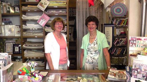 Doris Riedl (links) und die Inhaberin, Leni Eiba, freuen sich auf Sie!