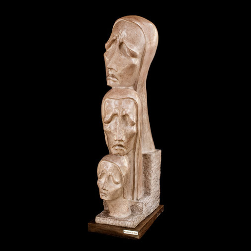 Familia. Piedra artificial. 93x16,7x34 cm. 1973. Col. particular