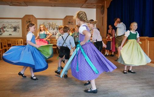 Kinder beim Tanz