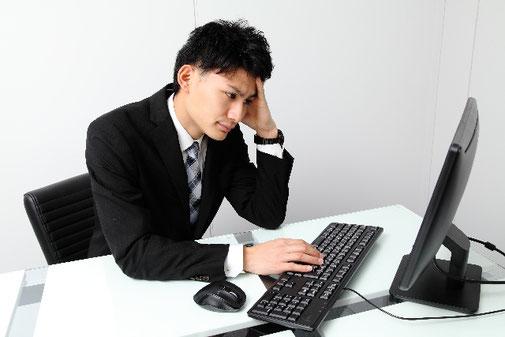 ホームページの作り方に悩む若手実業家