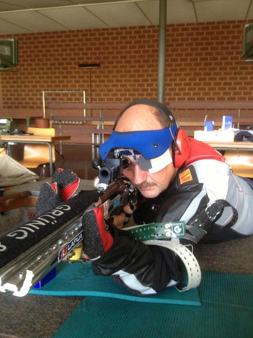Gewehr: Grünig und Elmiger, Munition Lapua 6,5x47, Bekleidung Kurt Thune, Schiessbrille Champion Olympic mit AXIA TRIPLE X System......Spass am Schiessen!