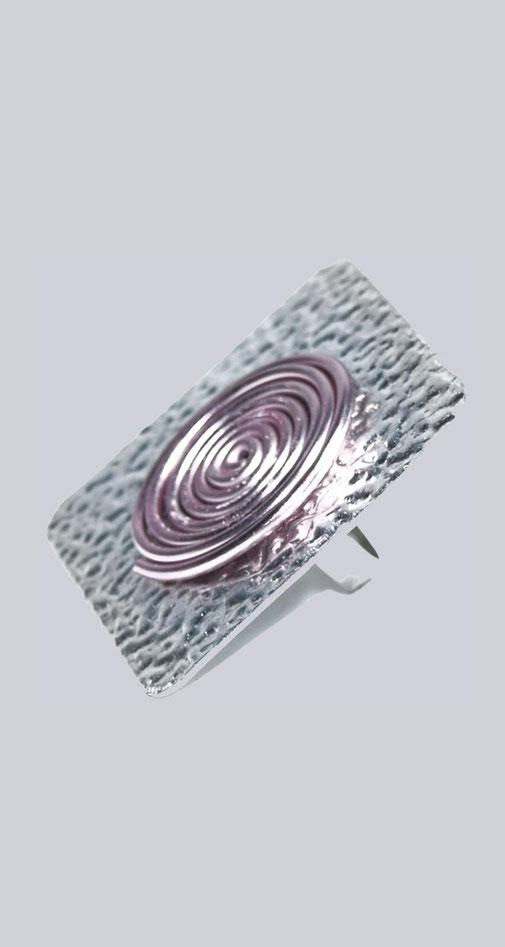 Ein wunderschöner, großer, silberfarbener, quadratischer Ring mit einem schönen, rosafarbenen Beeli-Element. Zauberhafter XXL Modeschmuck. My-Levanjo Design.