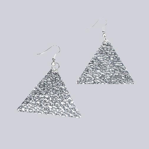 Wunderschöne, silberfarbene, sehr leichte Ohrringe, Ohrhänger Clee Dreieck. My-Levanjo Design