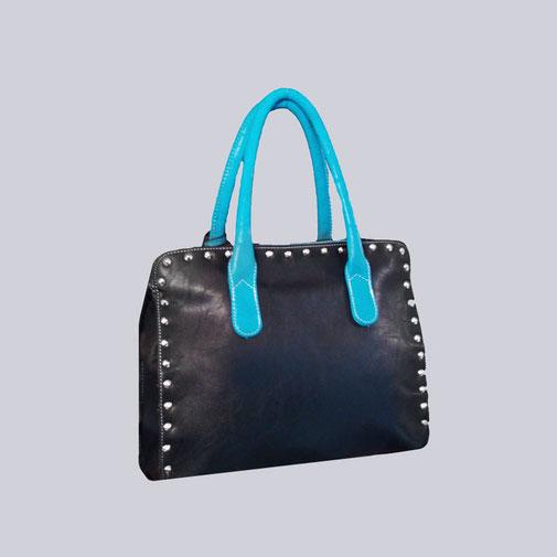 eine wunderschöne  Damen Handtasche, schwarz/türkis mit schönen Nieten versehen.