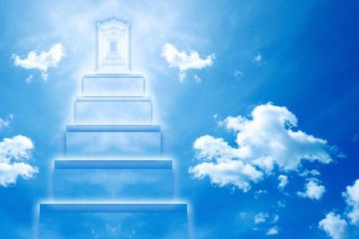 Dans sa vision, l'apôtre a l'immense privilège de contempler le Dieu Tout-puissant assis sur son trône. Autour du trône de Dieu, Jean voit maintenant 24 trônes sur lesquels sont assis 24 anciens vêtus de blanc et portant des couronnes d'or.