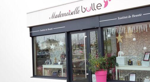 LSZ Communication - Graphiste - Directrice artistique freelance Nantes - #lepetitoiseaudelacom - MADEMOISELLE BULLE - ESTHETICIENNE - Institut de beauté - SAINT AIGNAN DE GRAND LIEU - Stickers vitrine