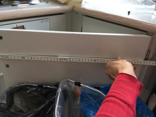 Billigt affaldssorteringssystem:  affaldsstativer til sortering i et køkken 16