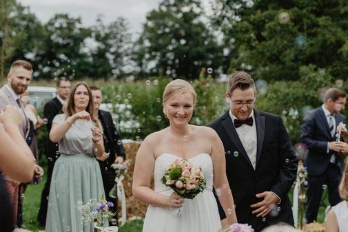 Freie Trauung Beverland Auszug Seifenblasen Hochzeit