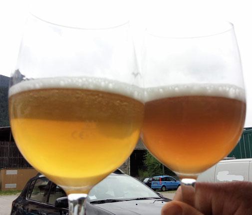 A Sx un campione con aggiunta di Antioxin, a Dx la stessa birra senza antioxin, imbottigliata con una riempitrice a caduta.