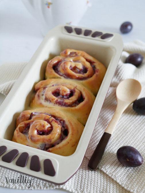 Rezept fluffige Hefeschnecken mit Marmelade und Pflaumen
