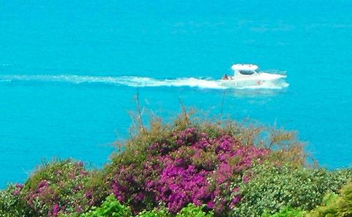 Jacht im türkisblauen Meer Tropea © Ferienwohnung Spilinga | Tropea | Kalabrien - Casa Belle Vacanze
