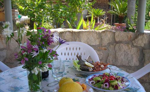 Gartenpavillon mit gedecktem Tisch © Ferienwohnung Spilinga | Tropea | Kalabrien - Casa Belle Vacanze
