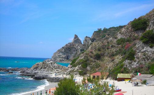 Badebucht mit Felsen © Ferienwohnung Spilinga | Tropea | Kalabrien - Casa Belle Vacanze