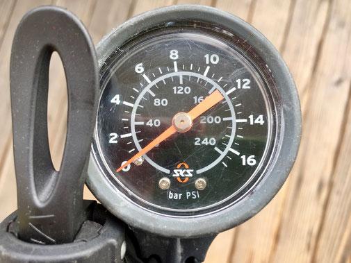 Luftpumpe mit Manometer, Standpumpe, SKS Airbase pro