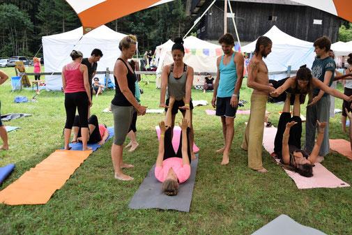 Yoga Eyrs.