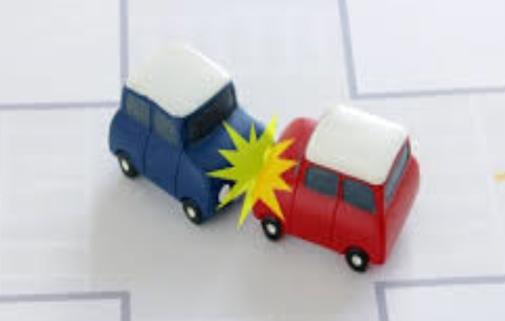 車同士でぶつかる交通事故