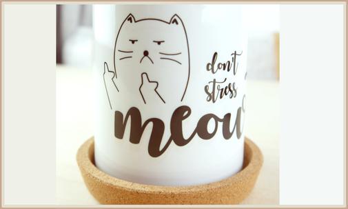 """Tasse mit Aufdruck """"don't stress meouwt"""" und Katze Mittelfinger"""