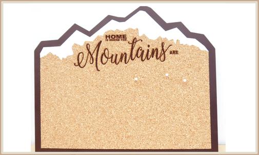 Pinnwand Mountain Lover mit Lasergravur, Unterplatte aus Holz und lackierten Gipfeln