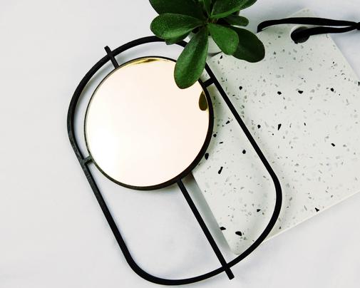 runder, goldener Spiegel mit ovalem Holzrahmen schwarz lackiert