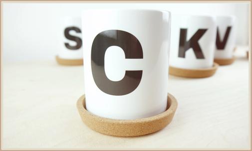 Tasse mit Buchstabe bedruckt, personalisierbar
