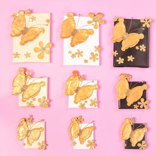 """Dein Schmetterling, """"Loveley and Peaceful"""", in den Größen: little small big, in den Farben: Elfenbein, Weiß, Dunkelbraun,  fliegt nach rechts, Für die Freiheit, Liebe, Leichtigkeit, Schönheit, Stärke, ..."""