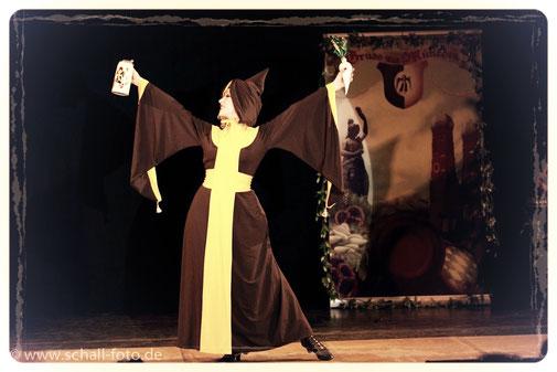 Burlesque-Tänzerin / Performerin / Darstellerin / Künstlerin Dixie Dynamite, München, Bayern, Deutschland, Münchner Kindl Burlesque Act. Bayern-Burlesque