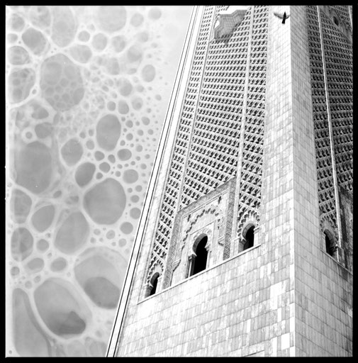 Moschee in Casablanca,analoge schwarz weiß Hasselblad Fotografie von der Berliner Multimedia Künstlerin Veruschka Bohn.