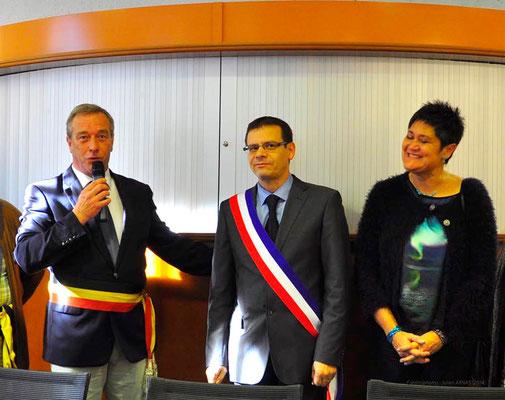 Pierre Helson, bourgmestre de Florennes, José Almeida, maire de Longvic et Marie-Line Bonnot, 5e Adjointe à l'Action culturelle et à la Citoyenneté de Longvic.