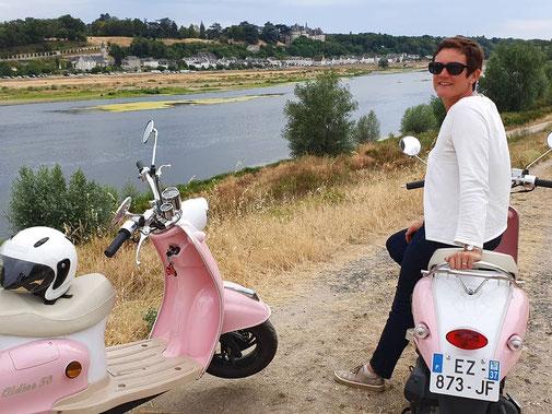 balade-scooter-retro-Touraine-Vallee-Loire-slow-tourisme