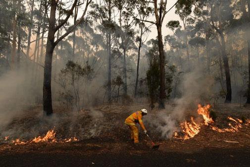 firemen fire bushfire australia #australiaburns
